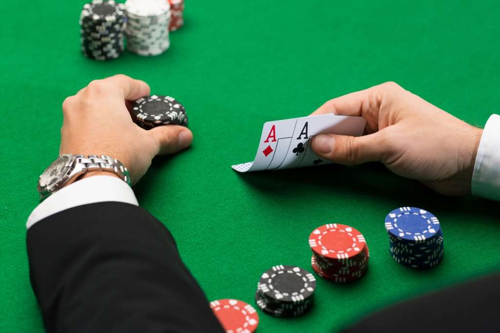 Unpredictable poker players and how to handle them